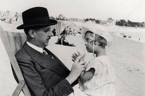 Charles and Anne on holiday in Brittany, 1933.jpg